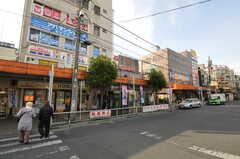 JR京浜東北線・蕨駅前の様子。シェアハウスは駅前の繁華街の中にあります。(2012-01-10,共用部,ENVIRONMENT,1F)