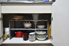 シンク下に食器類が収納されています。(2020-11-05,共用部,KITCHEN,1F)