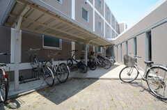 自転車置き場の様子。(2015-06-02,共用部,GARAGE,1F)