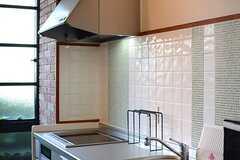 キッチン側の壁にはタイルが設えてあります。(2015-12-09,共用部,KITCHEN,1F)