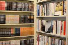 2016.2月の現在は、9000冊の本が収められています。(2016-02-29,共用部,LIVINGROOM,2F)