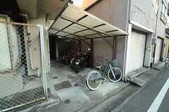 自転車置き場の様子。(2015-12-09,共用部,GARAGE,1F)