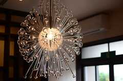インパクト大の照明。(2014-06-09,共用部,LIVINGROOM,1F)