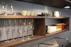 ワイングラスなども用意されています。(2014-06-09,共用部,KITCHEN,1F)