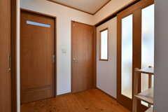 廊下の様子。左のドアがバスルーム、正面のドアがトイレです。(2020-02-10,共用部,OTHER,1F)