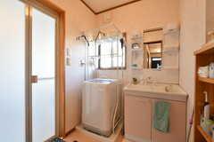 脱衣室には洗面台と洗濯機が設置されています。(2020-02-10,共用部,BATH,1F)