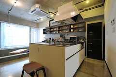 キッチンは、対面式のタイプです。(2013-09-02,共用部,KITCHEN,2F)