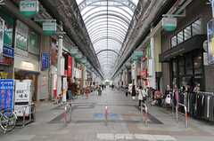 シェアハウスへ向かう途中にある商店街の様子。(2013-09-02,共用部,ENVIRONMENT,1F)