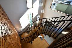 階段は螺旋ではなく、途中で曲がっています。(2019-11-29,共用部,OTHER,2F)