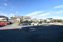 シェアハウスの敷地内に停められない場合は、同額で裏手の駐車場を借りることができます。(2019-11-29,共用部,GARAGE,1F)