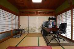 専有部の様子3。奥に、ひと間あります。※家具は入居者さんの私物です(101号室)(2014-11-09,専有部,ROOM,1F)
