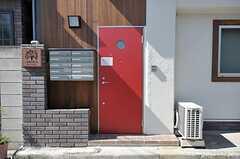 シェアハウスの正面玄関。(2011-10-06,周辺環境,ENTRANCE,1F)