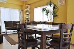 ダイニングテーブルの様子。天板のサイズは必要に応じて変更ができます。(2011-10-06,共用部,LIVINGROOM,2F)