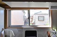 キッチンの窓。(2011-10-06,共用部,KITCHEN,2F)