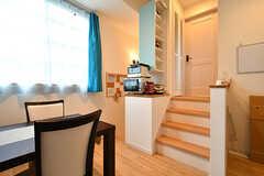 リビングの様子3。階段の先は202号室です。(B棟)(2017-09-06,共用部,LIVINGROOM,2F)