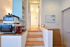 階段の先が202号室です。(B棟)(2017-09-06,共用部,OTHER,2F)
