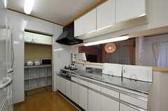 キッチンの様子2。(2012-10-10,共用部,KITCHEN,1F)