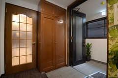 左手のドアの先がリビングです。(2015-02-24,共用部,OTHER,2F)