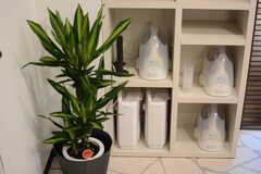 アイロンや空気清浄機が用意されています。(2015-02-24,共用部,LIVINGROOM,2F)