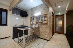 キッチンは2ヵ所設置されています。(2015-02-24,共用部,KITCHEN,2F)