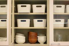 食器棚には部屋ごとにストッカーが用意されています。(2015-02-24,共用部,KITCHEN,2F)