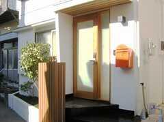 シェアハウスの正面玄関。(2008-02-15,周辺環境,ENTRANCE,1F)