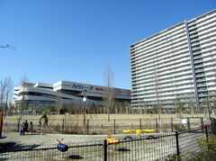 徒歩2分のショッピングセンターArioと公園の様子。(2008-02-15,共用部,ENVIRONMENT,1F)