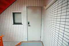 シェアハウスの正面玄関。(2008-06-20,周辺環境,ENTRANCE,2F)
