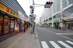 東武伊勢崎線竹ノ塚駅からシェアハウスへ向かう道の様子。(2008-06-20,共用部,ENVIRONMENT,1F)