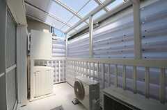 共用ベランダの様子。洗濯機・乾燥機が設置されています。(2012-06-08,共用部,OTHER,2F)