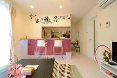 ハンモックチェアに座ってキッチンを眺めるとこんな感じです。(2012-12-21,共用部,LIVINGROOM,1F)