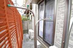 庭の様子。物干しができます。(103号室)(2012-12-21,専有部,ROOM,1F)