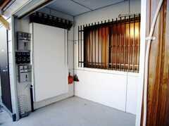 正面玄関脇の駐輪場スペース。(2007-03-01,共用部,GARAGE,1F)