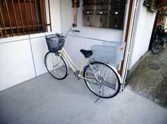 共用の自転車も1台用意されている。これは便利。(2007-03-01,共用部,GARAGE,1F)