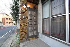シェアハウスの玄関。(2016-12-12,周辺環境,ENTRANCE,1F)