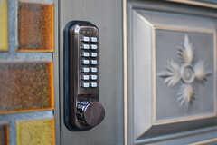 玄関の鍵はナンバー式。(2016-12-12,周辺環境,ENTRANCE,1F)