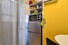 冷蔵庫の上が食器棚です。(2016-12-12,共用部,KITCHEN,2F)