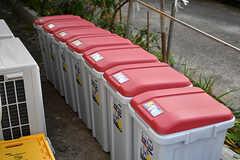 専有部ごとにゴミ箱が用意されています。(2016-12-12,共用部,GARAGE,1F)