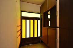内部から見た玄関周りの様子。(2016-08-23,周辺環境,ENTRANCE,1F)