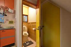キッチンの隣がトイレです。(2016-08-23,共用部,TOILET,1F)