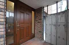 シェアハウスの正面玄関。(2013-03-27,周辺環境,ENTRANCE,1F)