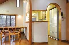 キッチンの入り口はアーチの形。(2013-03-27,共用部,KITCHEN,1F)