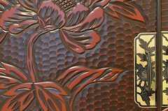 鎌倉彫の箪笥。(102号室)(2013-03-27,専有部,ROOM,1F)