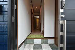 玄関から見た内部の様子。(2016-07-15,周辺環境,ENTRANCE,1F)