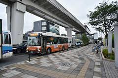 日暮里舎人ライナー・西新井大師西駅前のバス停の様子。(2016-07-15,共用部,ENVIRONMENT,1F)
