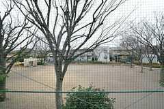 窓から梅島西公園が見えます。(204号室)(2016-02-16,専有部,ROOM,2F)
