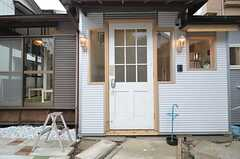 シェアハウスの玄関の様子。(2015-03-12,周辺環境,ENTRANCE,1F)