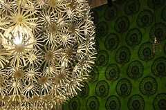インパクトのあるランプシェードは、蒲公英の綿毛のよう。(2012-05-04,共用部,OTHER,1F)