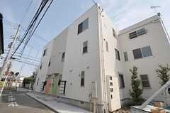 シェアハウスの外観。2012年築です。(2012-03-30,共用部,OUTLOOK,1F)