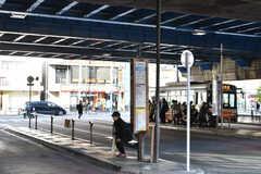 各線・綾瀬駅前のバスターミナルの様子2。(2019-12-01,共用部,ENVIRONMENT,1F)